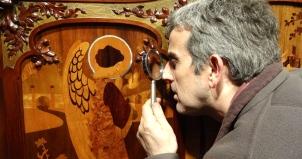 David Miret identificando diversas maderas